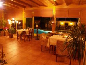 Salón comedor para cenas románticas en el SPA rural Entre Viejos Olivos